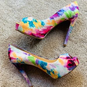 ❓Guess Colorful Heels Size 7.5